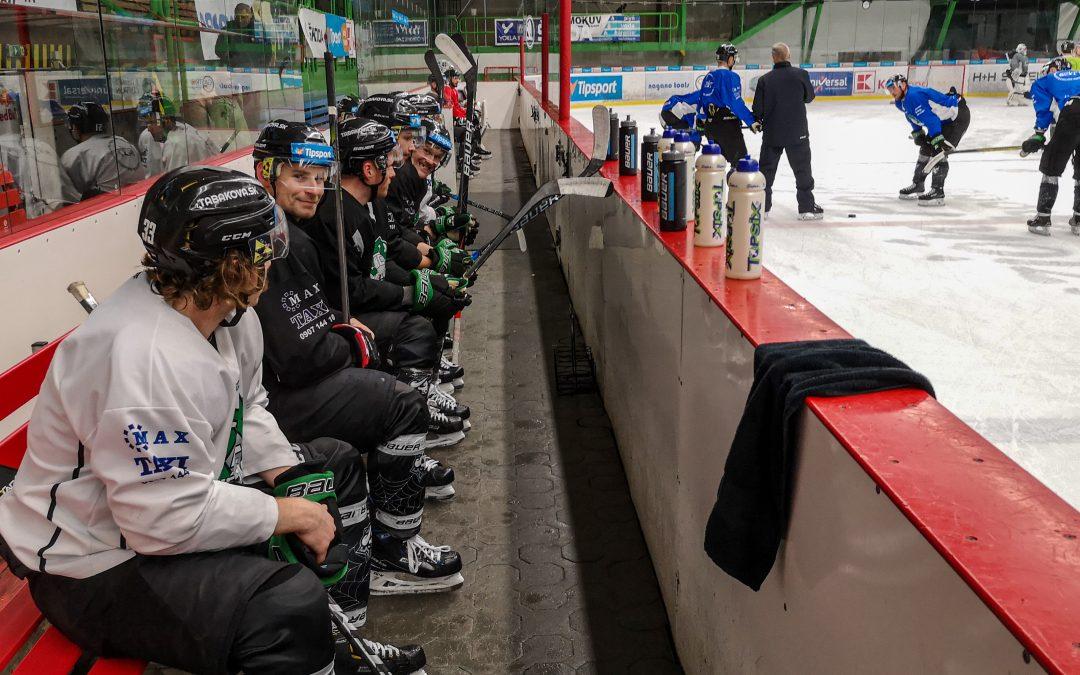 Začiatok prípravy na ľade